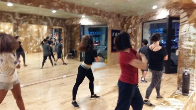 "Students practicing GD and TOP's ""Zutter"" choreography at Dancejoa in LA. SCREAMfmLondon"